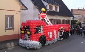 Char de carnaval camion de pompier