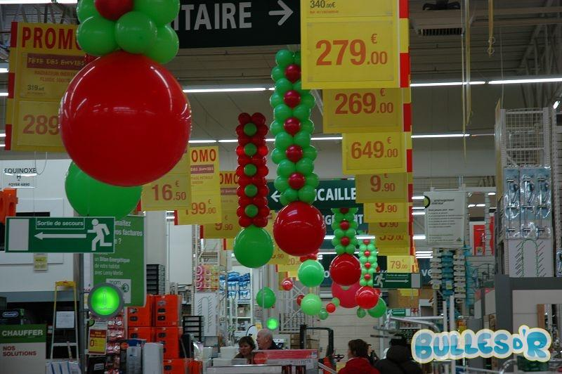 Bulles_d_R_L_univers_du_ballon_Decoration_ballons_quinzaine_commerciale_Leroy_Merlin__3_-334