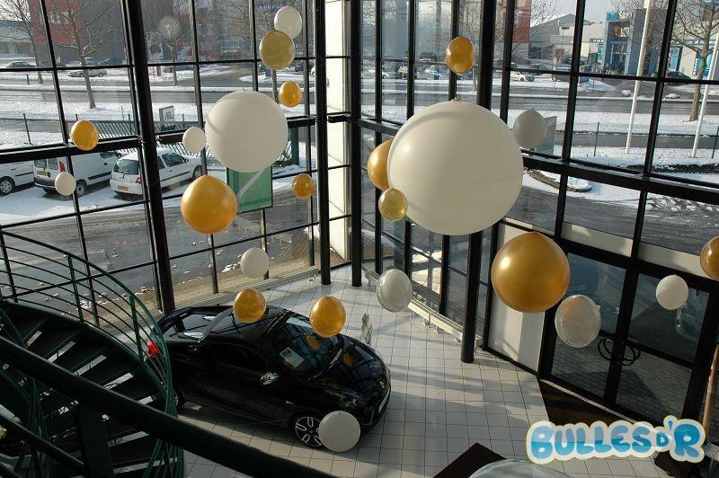 Bulles_d_R_L_univers_du_ballon_Renault_decoration_ballons_geants_blanc_et_or__2_-308