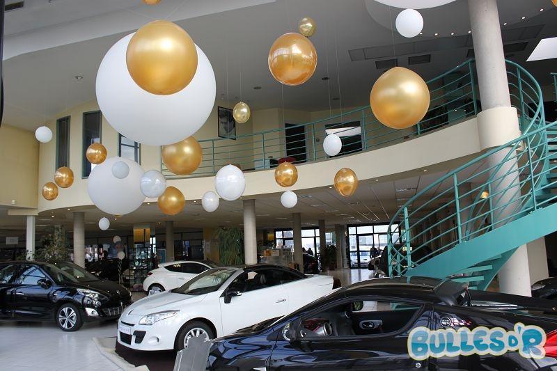 Bulles_d_R_L_univers_du_ballon_Renault_decoration_ballons_geants_blanc_et_or__3_-309