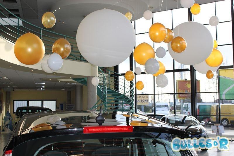 Bulles_d_R_L_univers_du_ballon_Renault_decoration_ballons_geants_blanc_et_or__4_-310